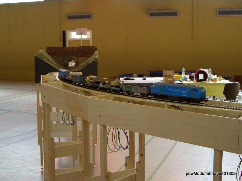 Abb: Engelbert mit seinem Zug auf dem Weg in den Spitzeich Tunnel