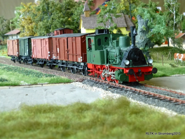 Abb: T3 mit Güterzug