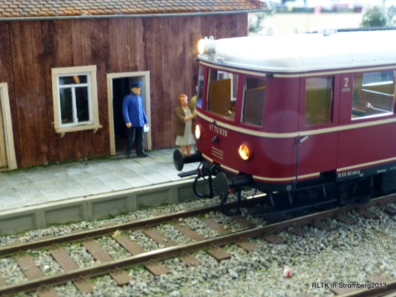 Abb: VT 70 fährt in Quasseldorf ein
