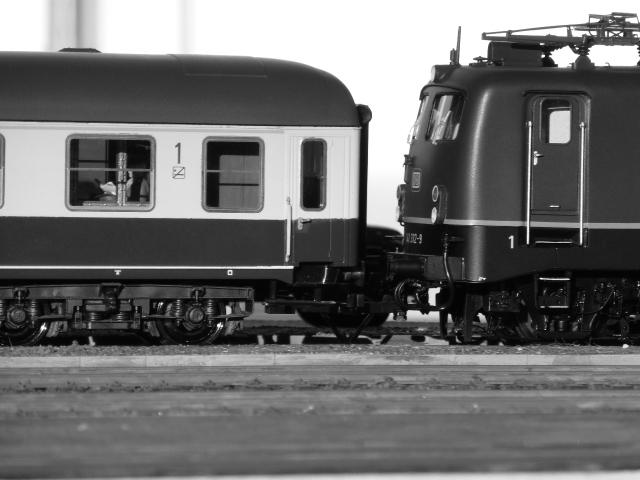 Abb28: die ersten Fahrzeuge in blau/beige...